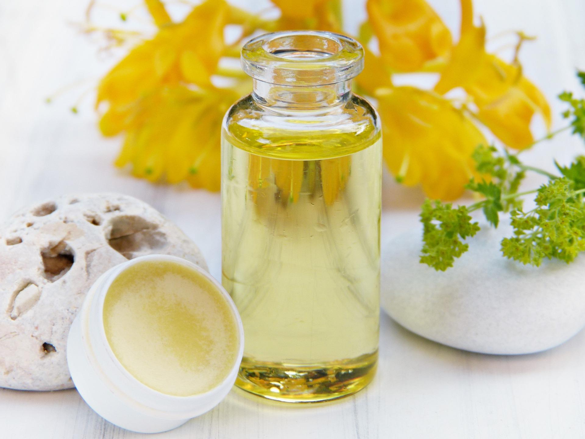 Gesichtspflege mit nährenden Ölen und Shea Butter