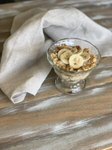 This healthy oatmeal with bananas and almond butter is a nutrition powerhouse. With no added sugar, it's the perfect recipe for any diet.