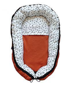 Babynestje-compleet-Triangel-op-wit-met-Wafelstof-terracotta-ANNIdesign