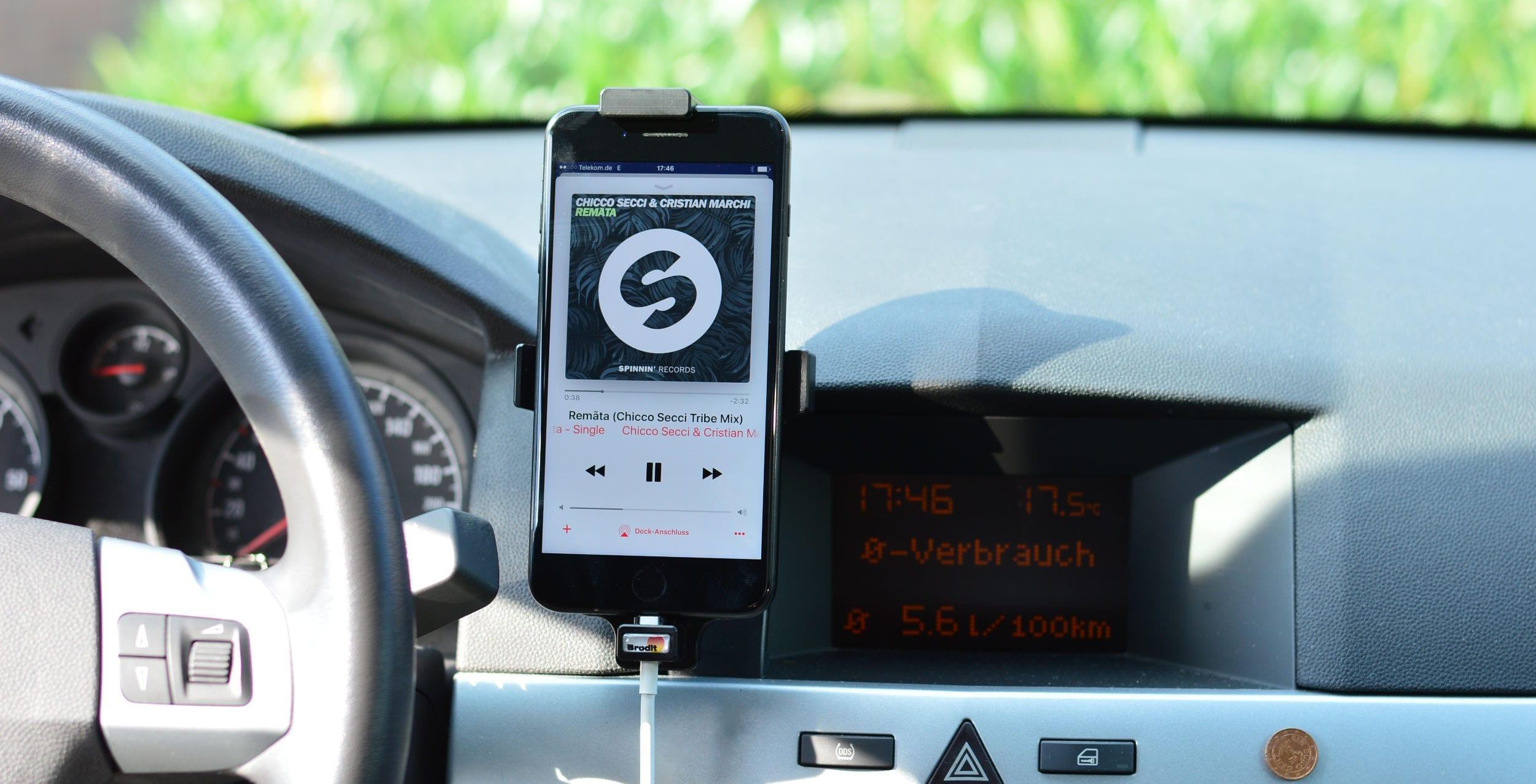 AUX Kabel für iPhone – so kannst Du Dein iPhone am AUX im Auto anschließen