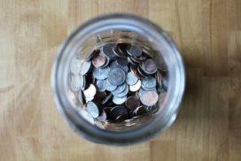 słoik wypełniony pieniędzmi jako symbol metody 6 słoików