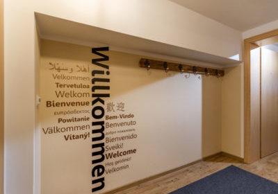 Appartements_Hof_Neuhaus_Burgstall_350_Mayrhofen_01_2020_Appartement_Winterzeit_Garderobe