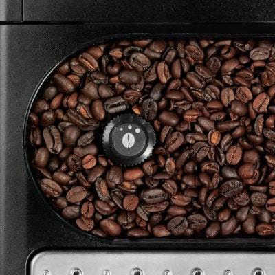 Grains de café dans la cafetiere expresso KRUPS YY8125FD