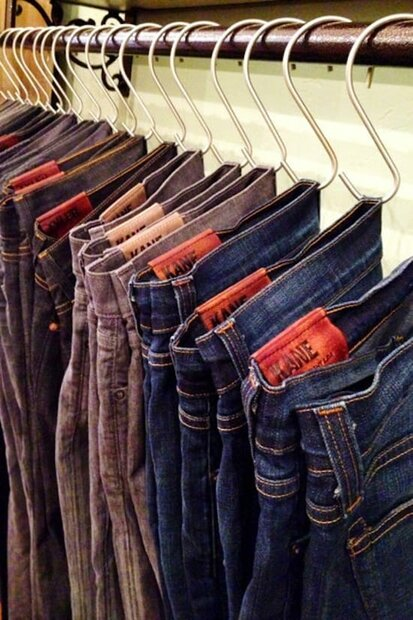 bedroom organization ideas- jeans hanging by s-hooks in closet