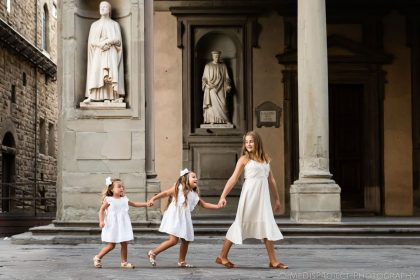 Early morning family photoshoot in Florence Italy by MeDisProject Photography