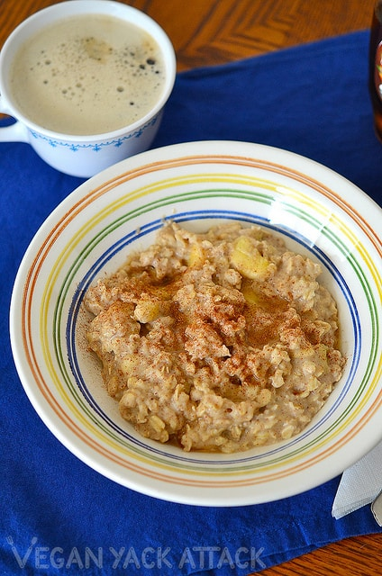 Super-easy, simple and delicious breakfast of Banana Almond Butter Oatmeal! Great for weekday mornings. Gluten-free, vegan, soy-free