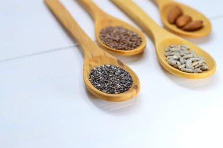 Galletas hechas de semillas para dieta cetogénica vegana.