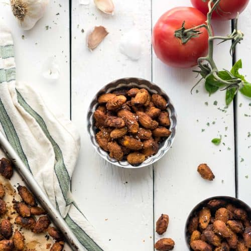 Pizza-Roasted Almonds! Has 8 ingredients, is easy-to-make, and an absolutely delicious, healthy snack! Vegan, Gluten-free, Soy-free #veganyackattack