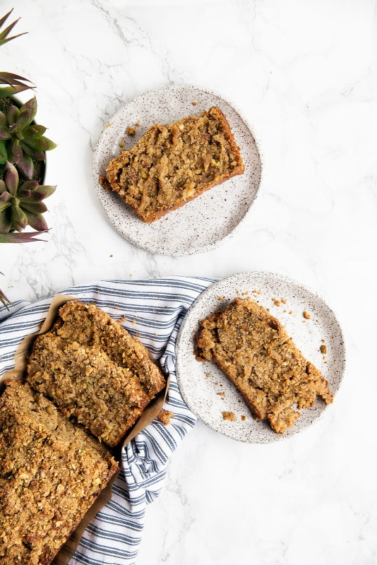 A moist zucchini bread topped with the most addicting cardamom pistachio crumble. I'm officially warning you: if you make this, it will be gone in approx. 1 hour. Enjoy :)