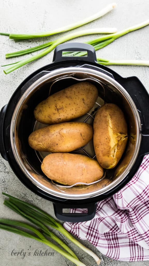 The baked potatoes have cooked and are ready to serve.