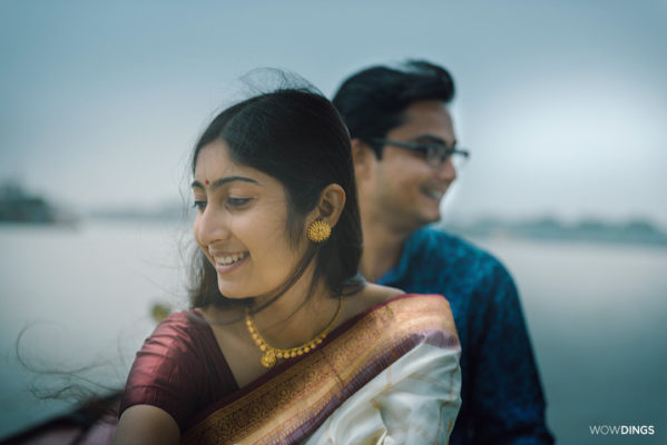 couple on the boat in Kolkata
