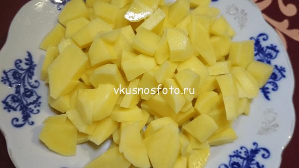 kartofel-narezat-kubikami
