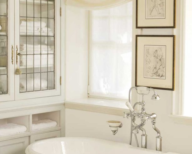neutral-themed bathroom with Olympic Antique White OL225 wall paint color