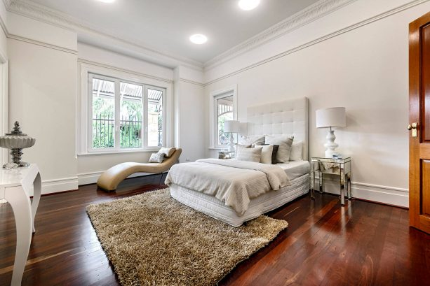 traditional master bedroom with Dulux Antique White U.S.A® wall paint