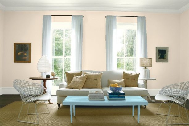 transitional living room with benjamin moore antique white 909 wall paint