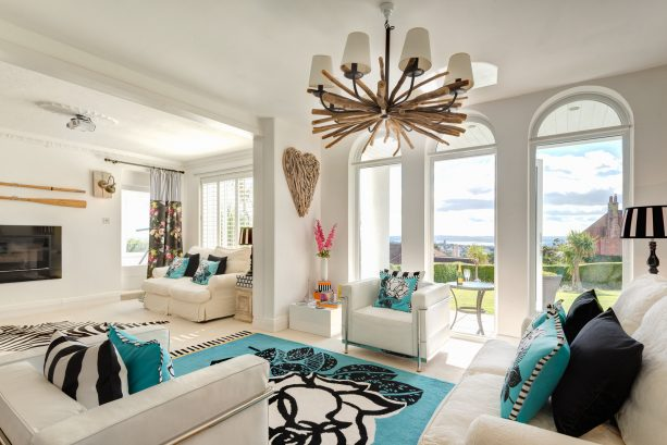 white, turquoise and black color scheme in a beach-style living room