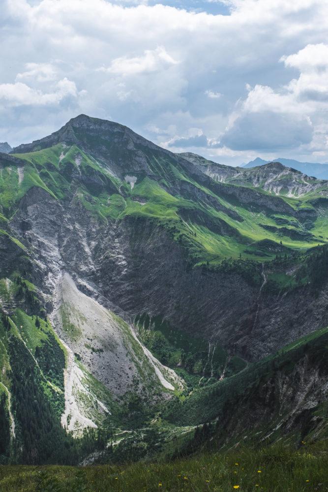 Steile Abbruchkante unterhalb des Schrecksees