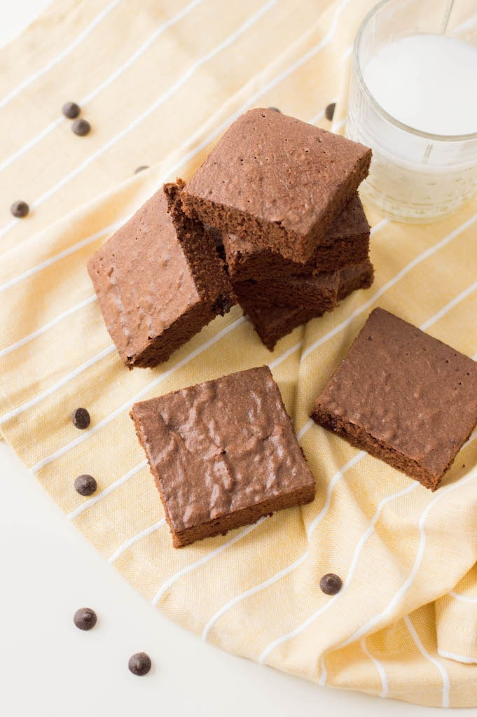 When you need something sweet, these Weight Watchers Brownies are perfection. Dark chocolate brownies are my preference when it comes to chocolate anything!