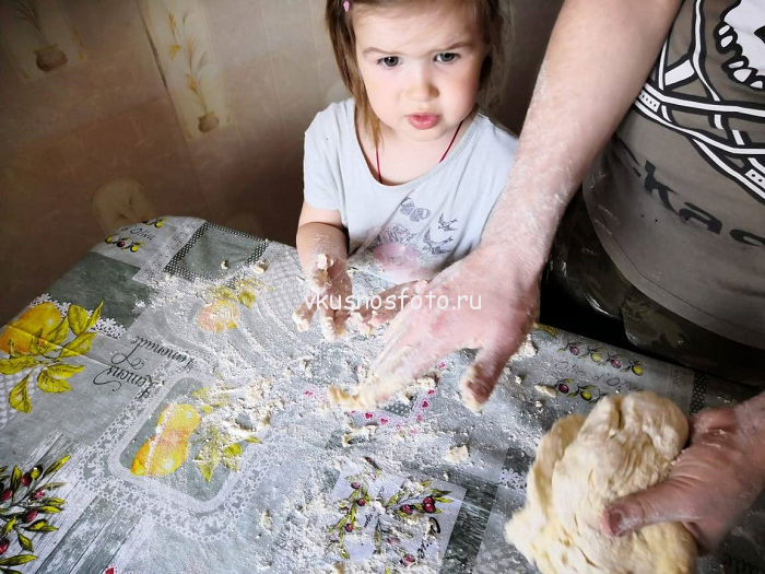 замешиваем тесто для пиццы