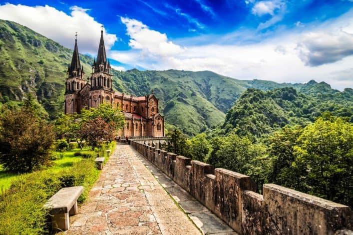 Excursión en autobús de día a Cangas de Onís, Basílica de Covadonga