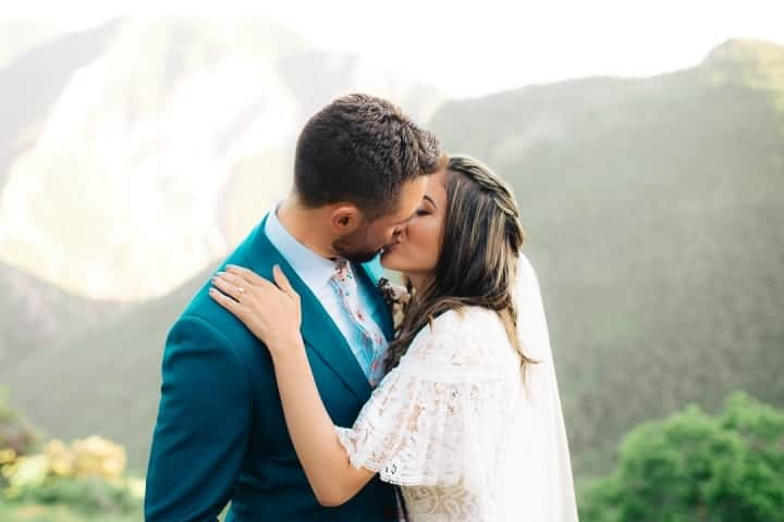 Formal-Bride-And-Groom-Kissing-Poses