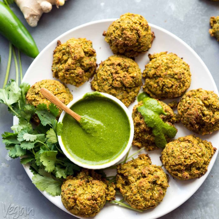 These Baked Vegetable Pakoras are an amazing way to get tons of veggies into super-delicious, baked bites! Recipe from Vegan Richa's Everyday Kitchen, and is #vegan, #soyfree, #nutfree, and has a #glutenfree option!