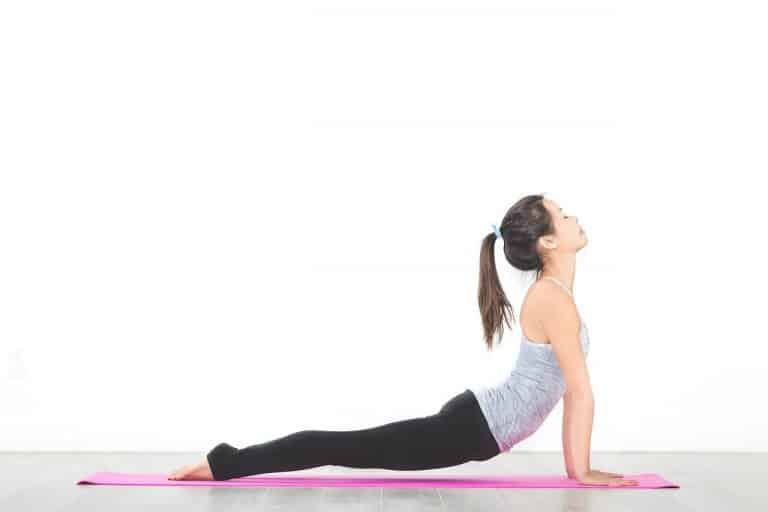 Cómo abrir el Pecho con estas 5 Posturas de Yoga