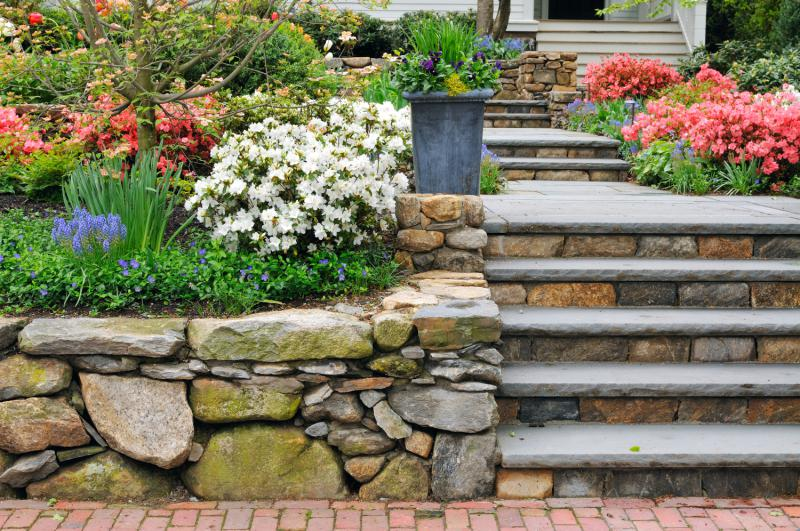 Steps and Retaining Walls - Landwork Contractors Inc.