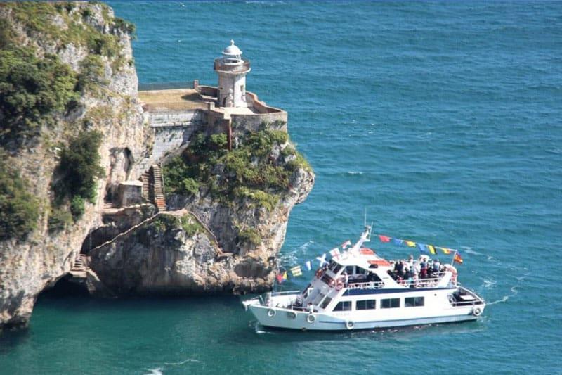 Excursión a Santoña paseo en barco desde Asturias