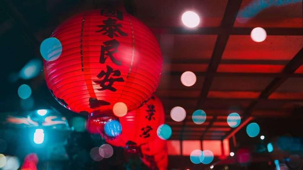 Chinese-lanterns-languages-london-night