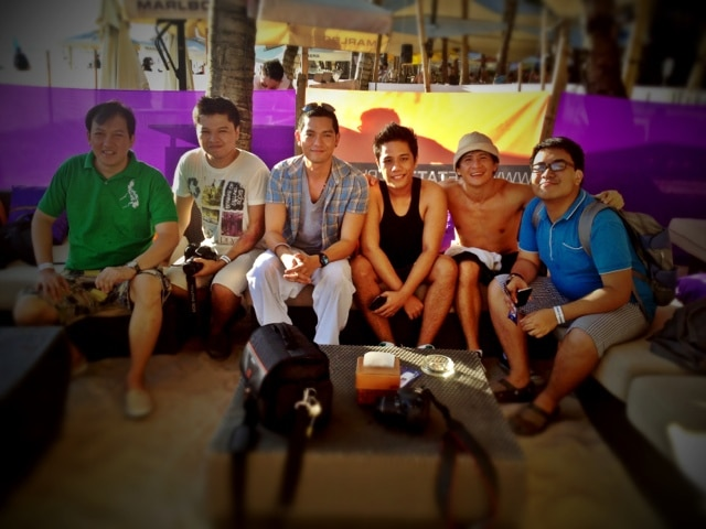 With Coy Caballes (of Globe) and fellow bloggers! Where are our lady bloggers??? :)