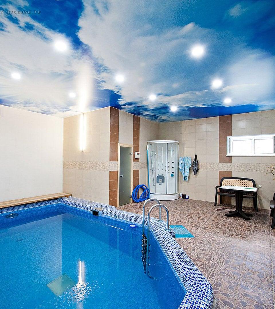 Натяжной потолок с фотопечатью в бассейне 30 м2 2