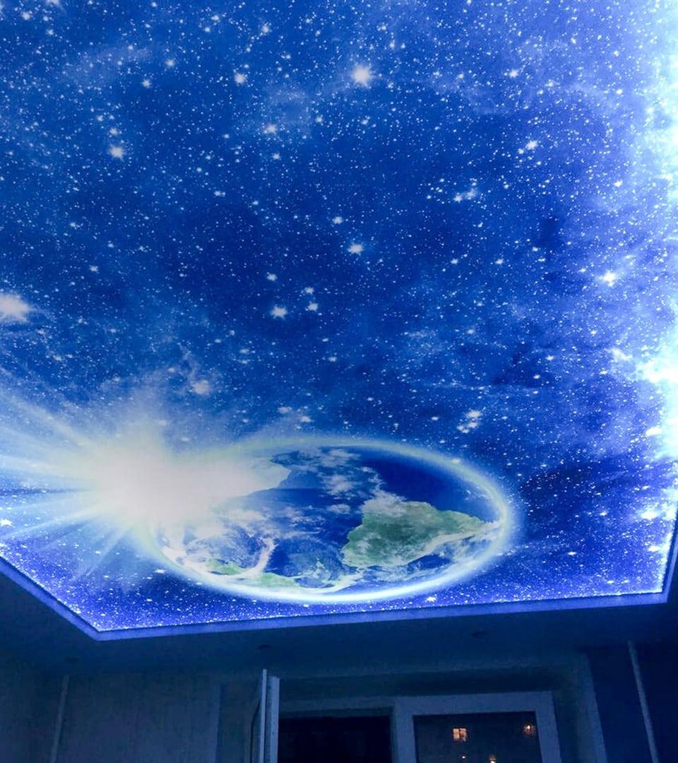 Натяжной потолок звездное небо в гостиной 17 м2 2