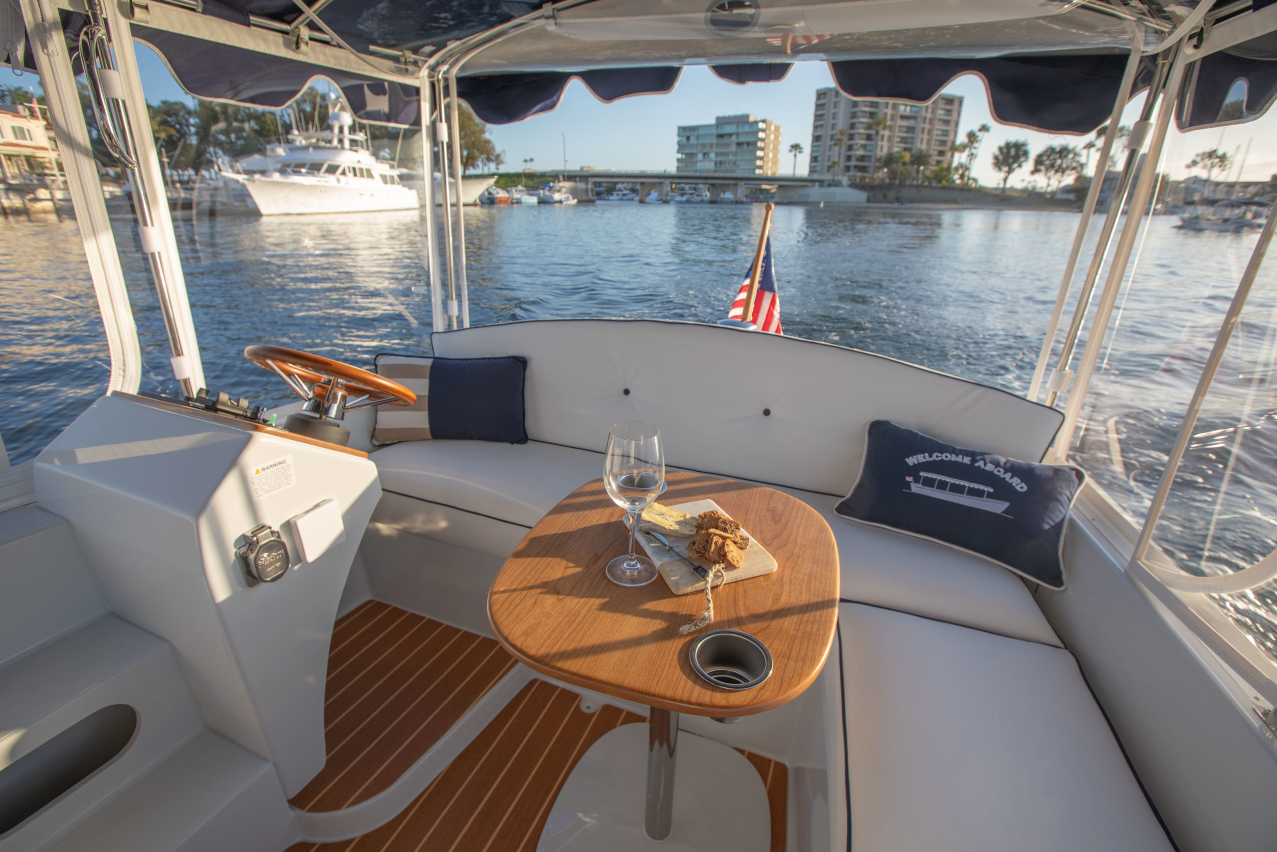 Duffy-Electric-Boats-18-Snug-Harbor-Interior-2020-22