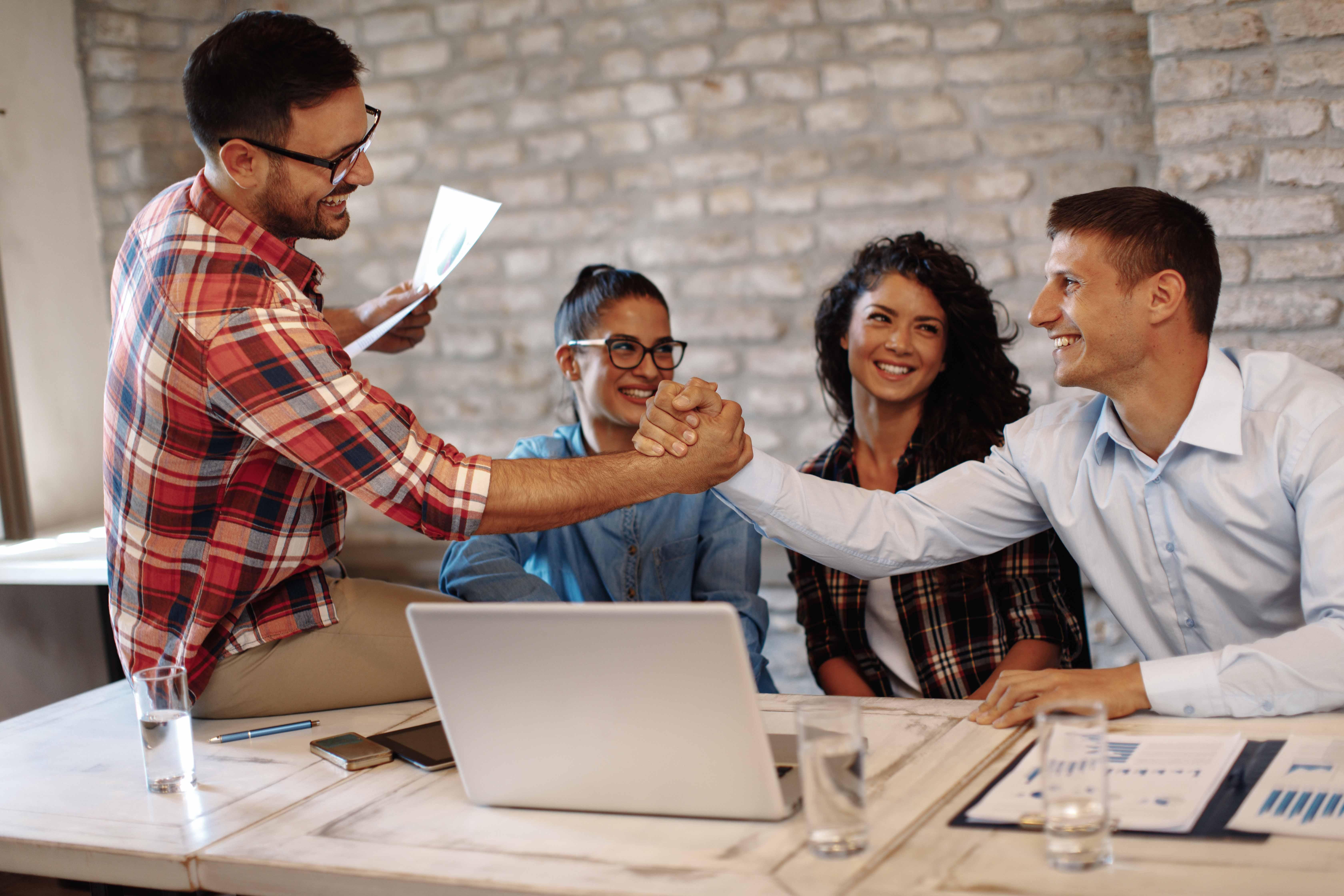 Engagement des employés : comment leur apporter motivation et satisfaction au quotidien