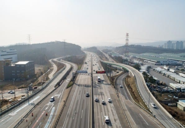 Image of a multiple-lane highway with hard shoulders