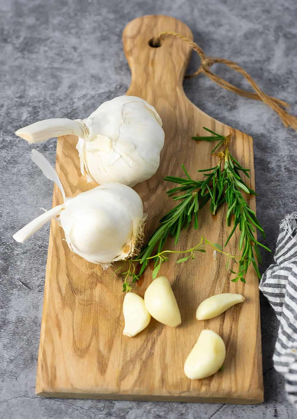 Garlic confit ingredients
