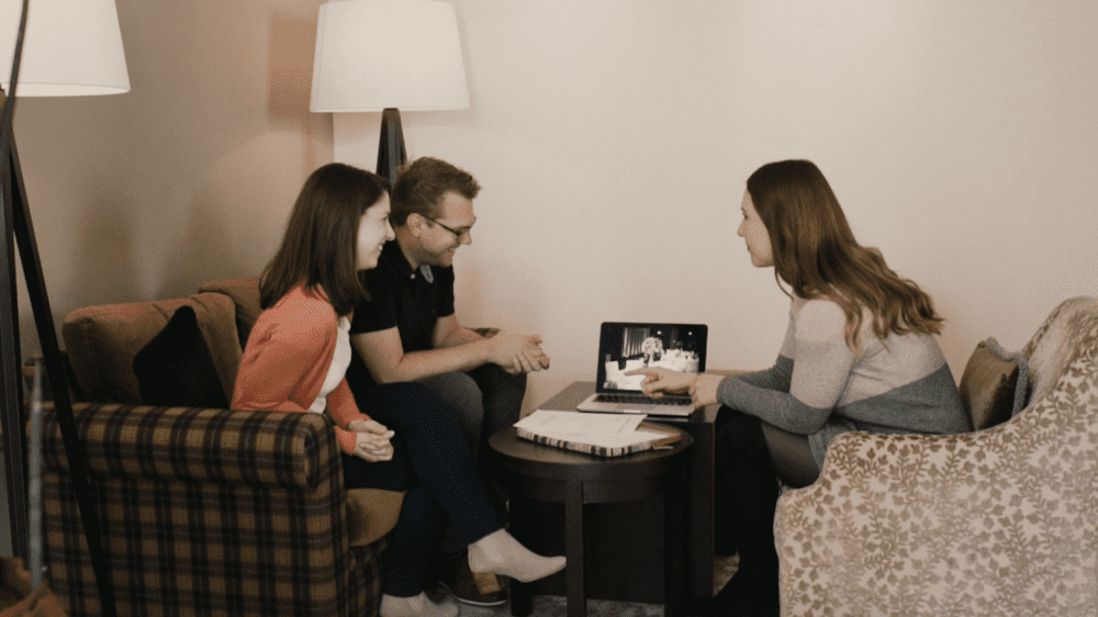 Hochzeitsplaner werden Planungsgespräche am Abend