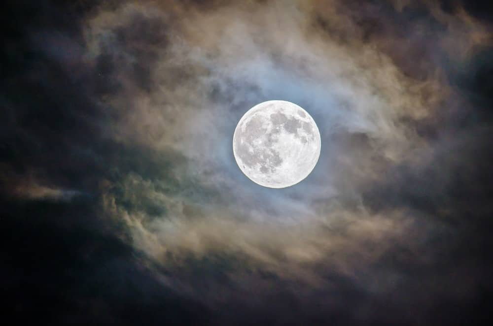 Full moon. Ghosts of Charleston walking tour