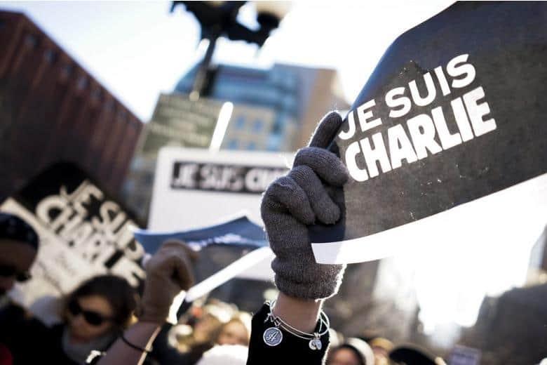 В Париже прошли церемонии в память жертв терактов три года назад фото 1