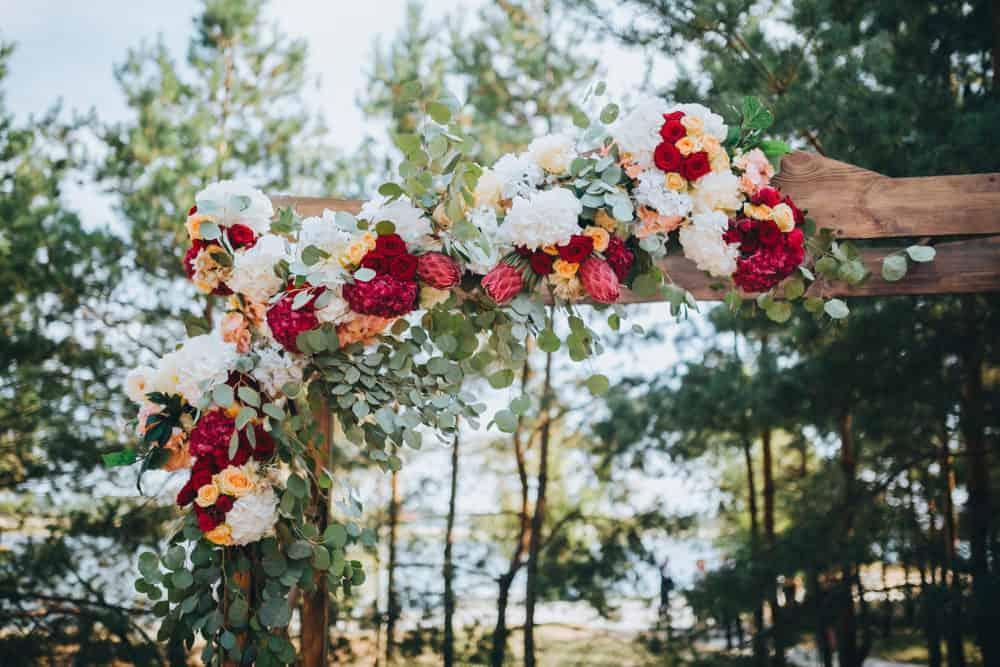 Hochzeitstrends Hochzeitsdekoration farbig Blumendekoration