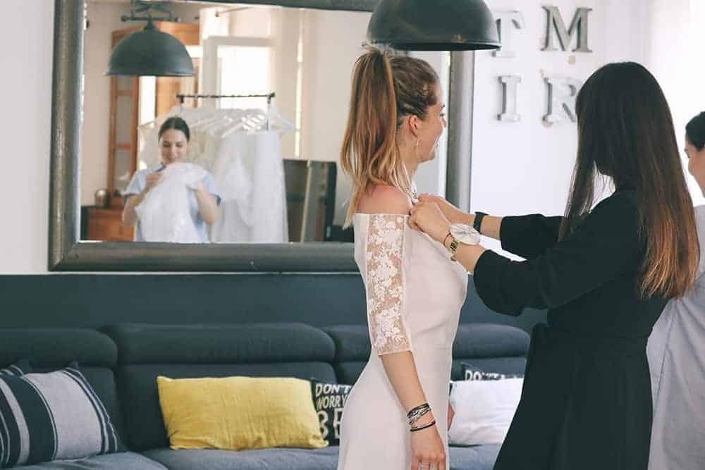 Robe de mariée à Marseille par Belle en soie Couture | Le premier rendez-vous