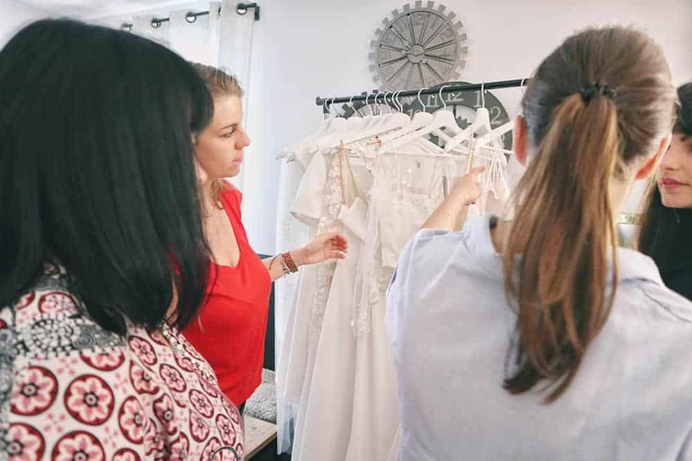 Robe de mariée à Marseille par Belle en soie Couture | Notre engagement