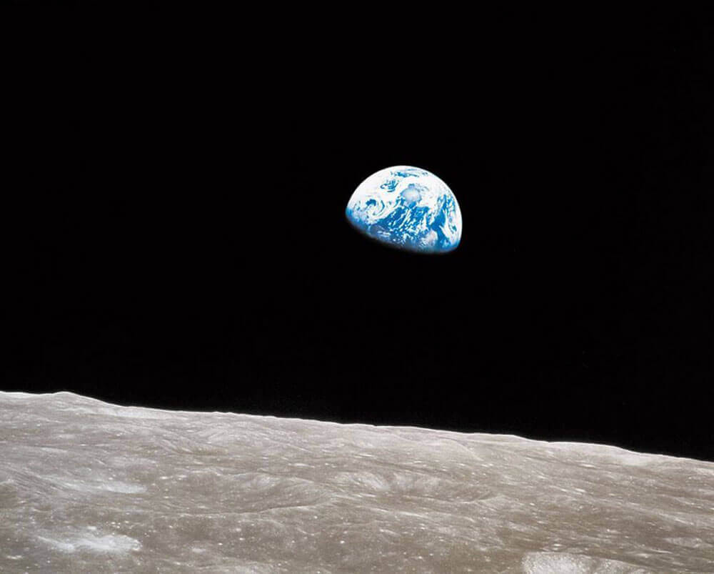Earthrise, William Anders, NASA, 1968 - The Importance of Photography