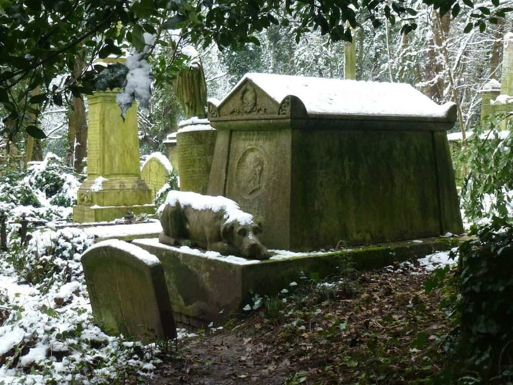 mysteries-of-england-highgate-vampire-grave