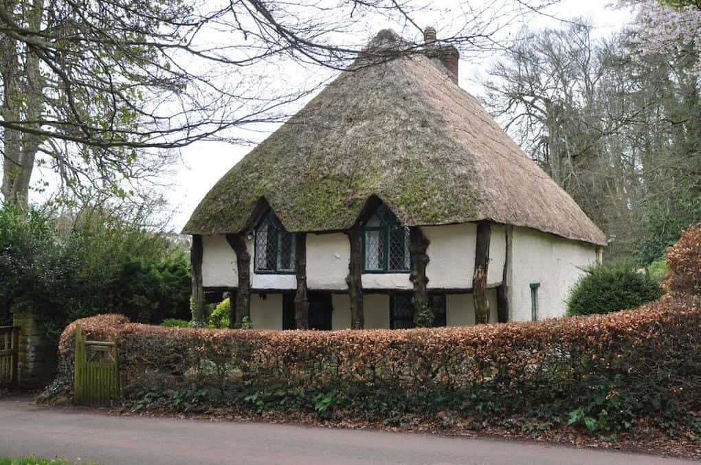 thatched-cottages-cockington-village