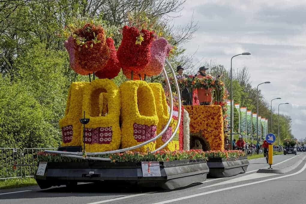 Flower Parade in Keukenhof float with dutch clogs