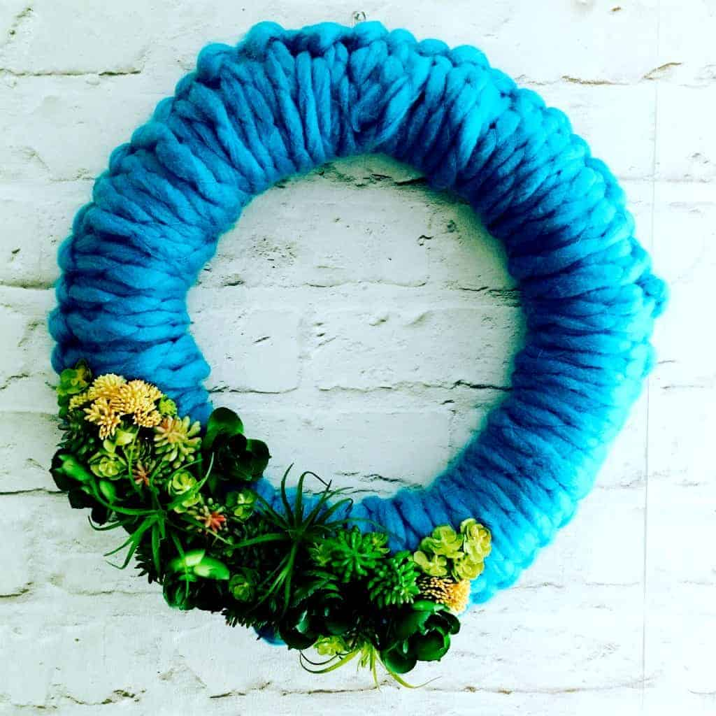 https://www.craftylittlegnome.com/2017/02/17/succulent-wreath/