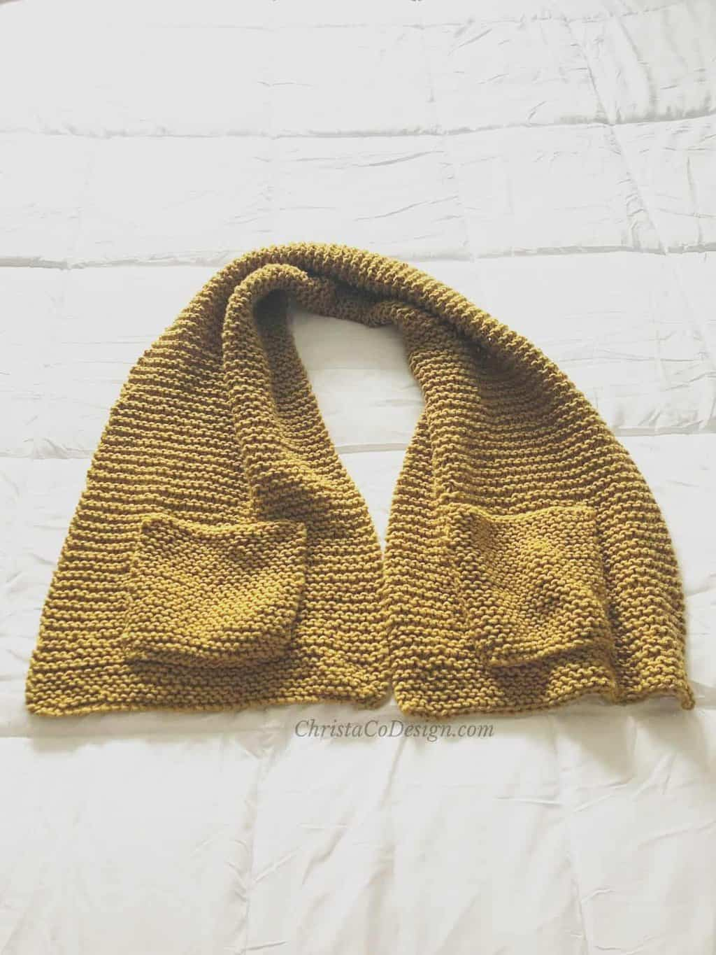 picture of knit scarf with pockets