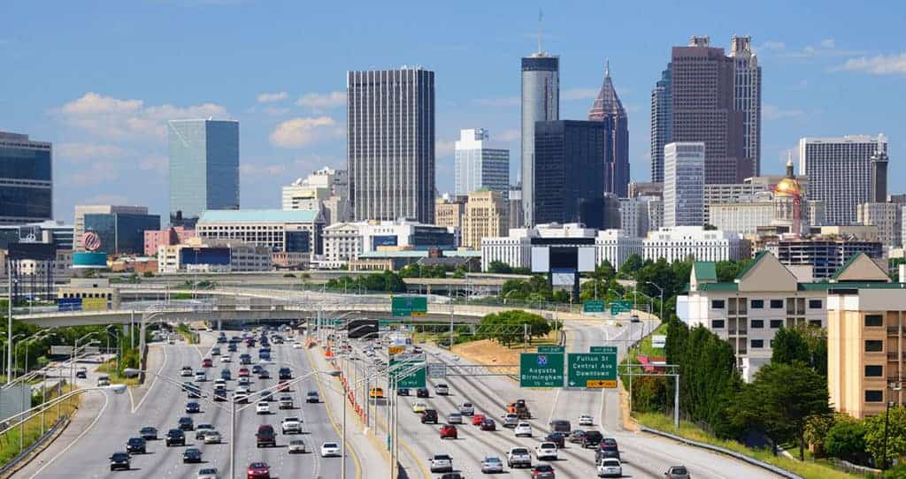 Highway going through Atlanta with 6 lanes in each direction